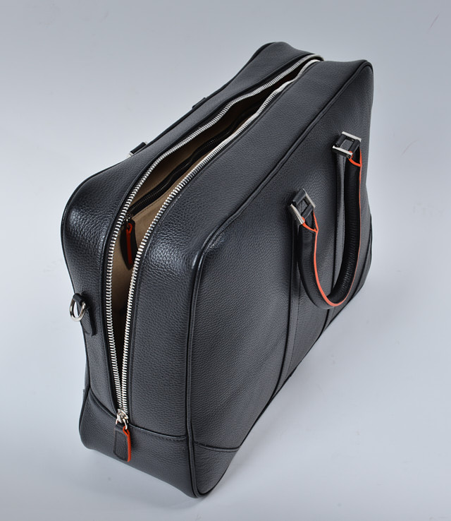 The zipper goes all the way to the bottom so you can open the bag wide open when you organize your camera equipment.