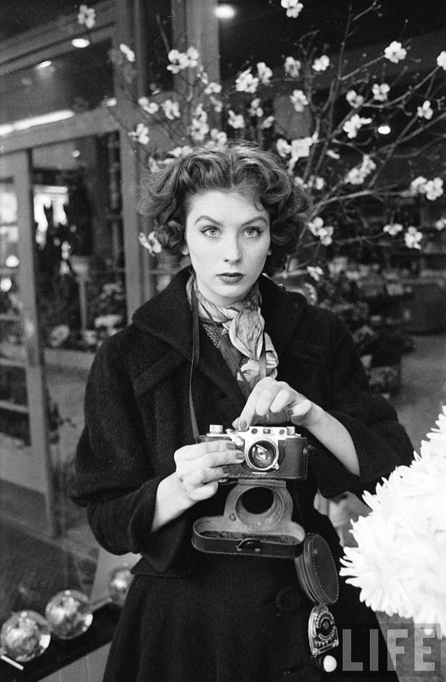 Suzy Parker with her Leica in New York, 1953