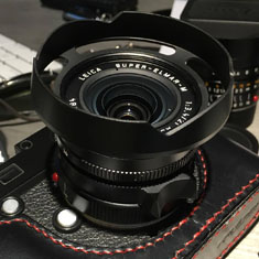 This ventilated lens shade also fits the 21mm Super-Elmarit-M ASPH f/3.4.