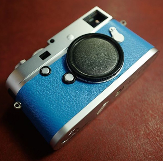 Blue reskin of a Leica M240 by Arte di Mano in Seoul.