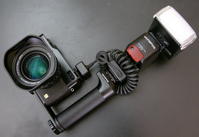 Panasonic DMC-LC1 with external Olympus flash using Canon Canon off-camera shoe cord 2