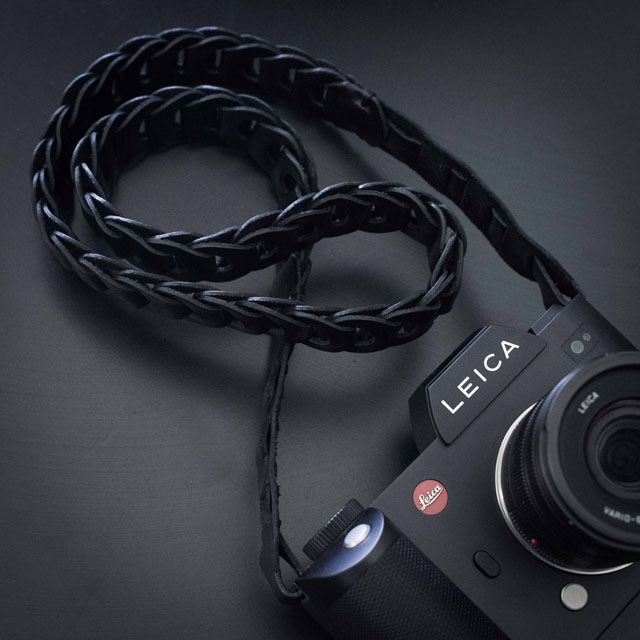 "The TIE HER UP ""Rock'n'Roll Chain"" black leather strap for the Leica SL that comes in 100cm and 125cm length."